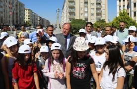 Başkan Oprukçu başarılı öğrencileri tatile gönderdi