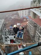Kırılan vinçte yaralanan operatörü itfaiye kurtardı