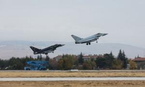 Konya'da TSK ve İngiltere savaş uçakları eğitim uçuşu gerçekleştirdi