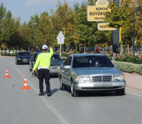 Konya'da bin 29 sürücüye cep telefonu ile konuşmaktan cezai işlem