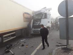 Konya'da sis nedeniyle 10'dan fazla araç birbirine girdi: 2 yaralı