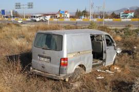 Minibüsle otomobil çarpıştı: 1 ölü, 3 yaralı