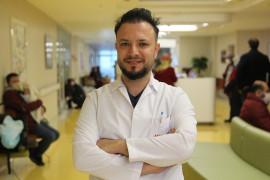 """Op. Dr. Kıraç: """"Diz ağrısı kireçlemenin de habercisi olabilir"""""""