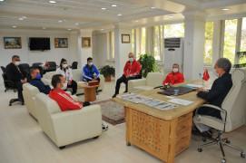 Şampiyon haltercilerden Başkan Akkaya'ya ziyaret