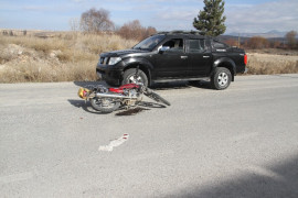 Kamyonetin çarptığı motosikletli yaralandı