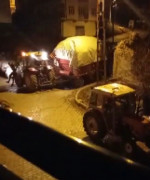 Kayan traktörden atlayarak kurtuldu