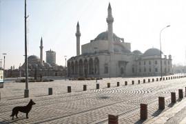 Konya'da meydanlar boş kaldı