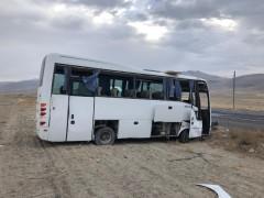 Konya'da midibüs devrildi: 12 yaralı