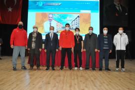 Akşehir Belediyesi'nden başarılı sporculara ödül