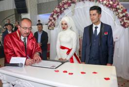 Meram'da 2 bin 341 çift mutluluğa 'evet' dedi
