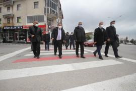 Beyşehir'de yaya geçitleri kırmızıya boyadı