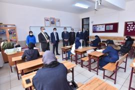 (Düzeltme) Başkan Kılca ve Kaymakam Parlar'dan BM Göçmen Bürosu'nun kursuna ziyaret