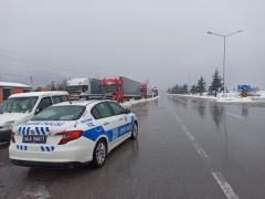 Kar yağışı Konya Antalya karayolunda etkili oldu
