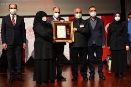 Konya'da gazilere ve şehit ailelerine Devlet Övünç Madalyası verildi