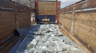 Konya'da tırın çadırında 32 kilo 450 gram esrar ele geçirildi