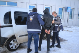 Konya'da valizli kablo hırsızı tutuklandı