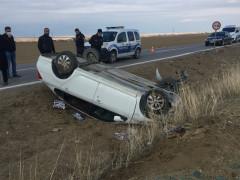 Takla atan otomobilden hafif yaralı kurtuldular