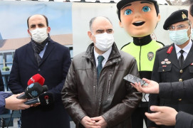 """Vali Özkan: """"Kurallara uyarsak çok daha kısa zamanda tümüyle açılmış olabiliriz"""""""