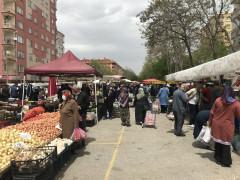 Konya'da tam kapanma öncesi semt pazarlarında yoğunluk