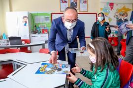 Meram'da 1. ve 2. sınıf öğrencilerine Bizim Çocuk Dergisi dağıtıldı
