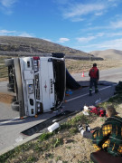 Meyve yüklü kamyonet takla attı: 1 yaralı