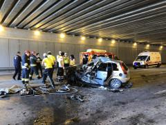 Kontrolden çıkan otomobil karşı şeritteki tıra çarptı: 1 ölü, 3 yaralı