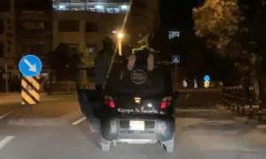 Otomobil üstündeki tehlikeli yolculuğa bin 875 lira ceza