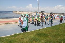 Göl kıyısında yürüyüş yapan öğrenciler 'Beyşehir Gölü kurumasın, hayat durmasın' dedi