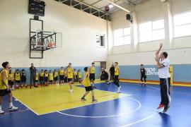 Başkan Altay Büyükşehir Belediyesporlu genç basketbolcularla buluştu