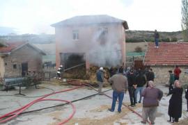 Konya'da besihanedeki samanlıkta korkutan yangın